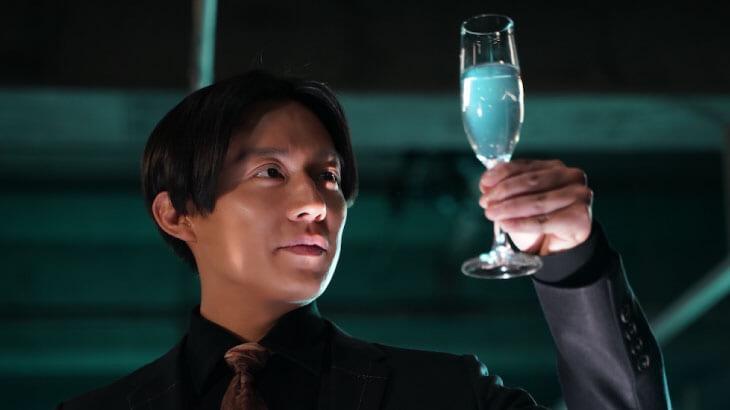 小出恵介が4年ぶりにドラマ復帰!お酒問題を解決する『酒癖50』の主人公として奮闘!