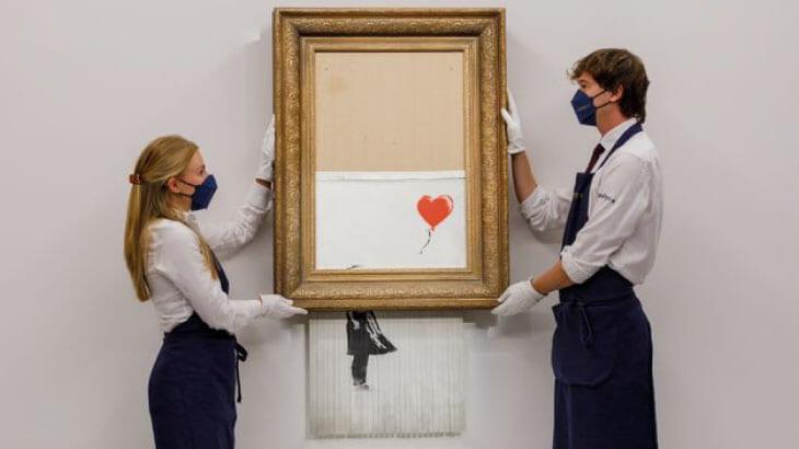 バンクシー作の『3年前に裁断された絵画』が約29億円で落札される